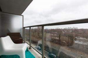 812 lansdowne avenue 511 20 balcony