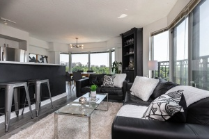 97 lawton boulevard 802 living room&kitchen with east view to the park