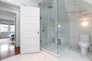 1 ridley gardensmaster bathroom 3