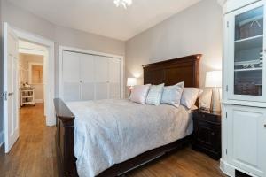 100 saint johns road master bedroom 02