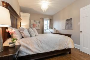 100 saint johns road master bedroom 03