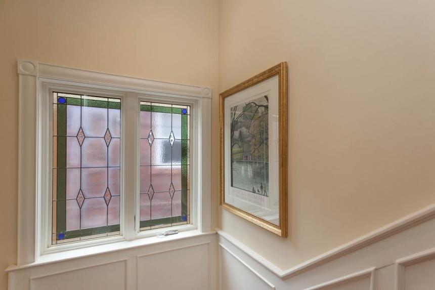 coridor-window