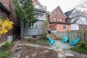 104 marion street backyard 02