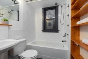 104 marion street bathroom