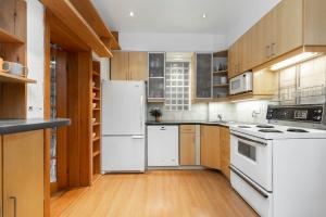 104 marion street kitchen 01