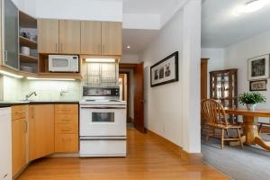 104 marion street kitchen 03