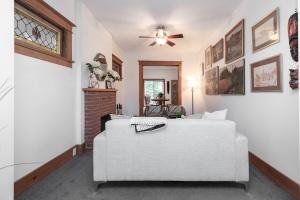 104 marion street living room 03