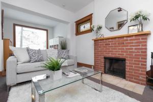 104 marion street living room 04