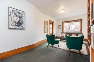 104 marion street living room 05
