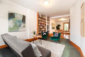 104 marion street living room 06