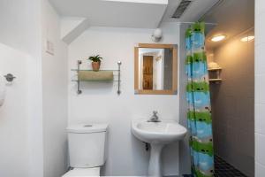 104 marion street lower bathroom