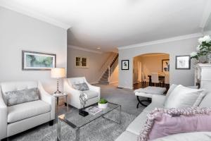 11 walmsley boulevard living room 03