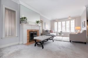 11 walmsley boulevard living room 04