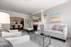 11 walmsley boulevard living room 05