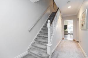11 walmsley boulevard stairs 01