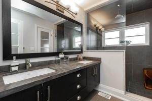 124leacrestrd_bathroom (3)