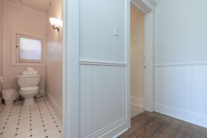 15 hewitt avenue bathroom 02