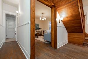 15 hewitt avenue hallway 03