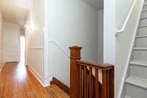15 hewitt avenue stairs 02