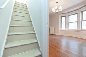 15 hewitt avenue stairs 03