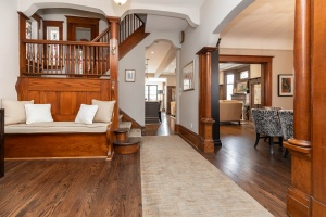 186 indian rd foyer 01