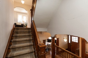 186 indian rd staircase 01