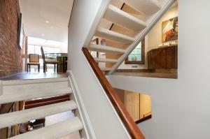 215 george street 18 stairs