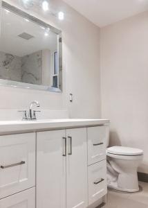 227 grenadier road 2nd floor bathroom 01