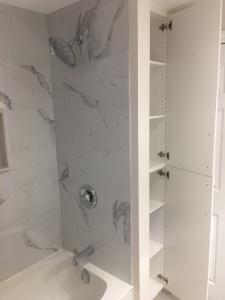 227 grenadier road 2nd floor bathroom 02
