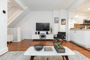 232_maria_street_12_living_room