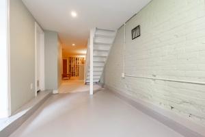 25 glebeholme boulevard basement 3
