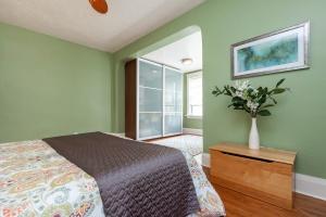 25 glebeholme boulevard bedroom 3