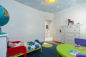 25 glebeholme boulevard kids room 2