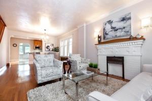 25 glebeholme boulevard living room 2