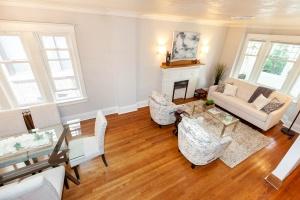 25 glebeholme boulevard living room 5