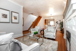 25 glebeholme boulevard living room
