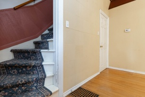 25_westminster_avenue_17_stairs