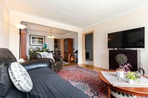 283evelynave_2ndlevel_livingroom (2)