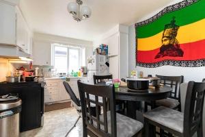283evelynave_suite_kitchen