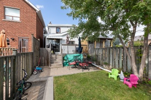 29 corbett avenue backyard 02