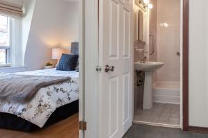 297 st helens avenue bedroom bath