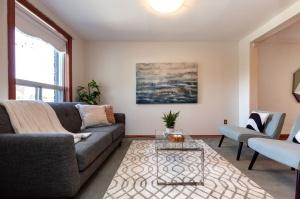 297 st helens avenue living room area