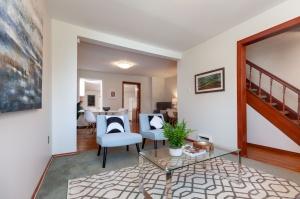 297 st helens avenue living room