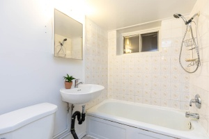 330 sorauren avenue bathroom 01