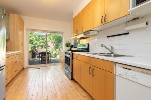 330 sorauren avenue kitchen 04
