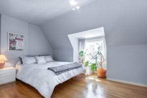 38 constance st bedroom