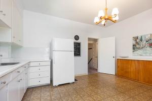 38 constance st kitchen 3