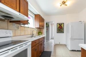 4_goldwin_avenue_11_kitchen