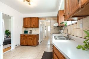 4_goldwin_avenue_13_kitchen