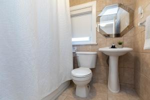 4_goldwin_avenue_23_bathroom